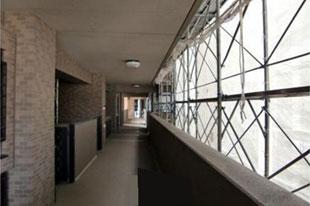 廊下内部より見た足場