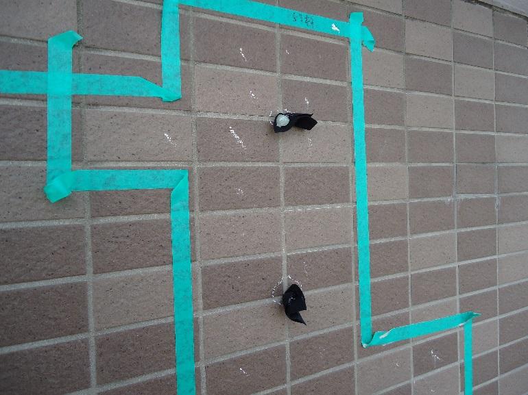 壁タイルのひび割れとマーキング