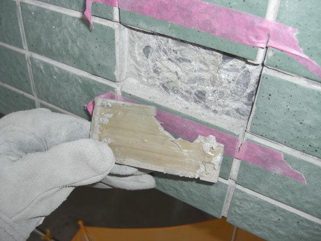 壁タイルの浮き